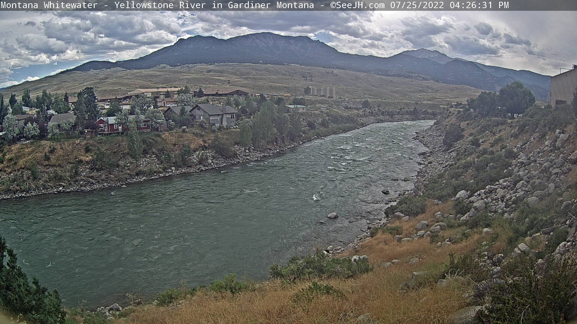 Yellowstone River at Gardiner Webcam - Gardiner, MT